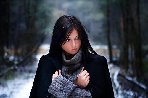 Algo me dice que me calle y me tranquilice, pero me es muy difícil escuchar esa voz interior que me pide que esté tranquila. Le tengo miedo.