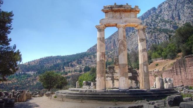 templo-de-apolo-de-delfos_113096
